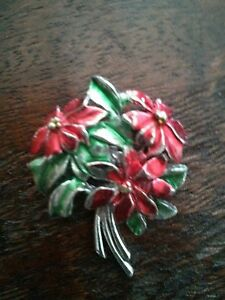 #VINTAGE Poinssetia Bouquet Christmas Pin Brooch