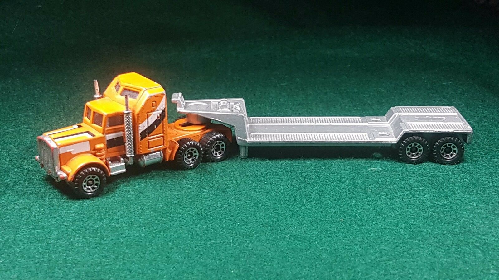 MATCHBOX TOYS №41 KENILWORTH AERODYNE SEMI AND LOW BED TRAILER 1981 S=1 100