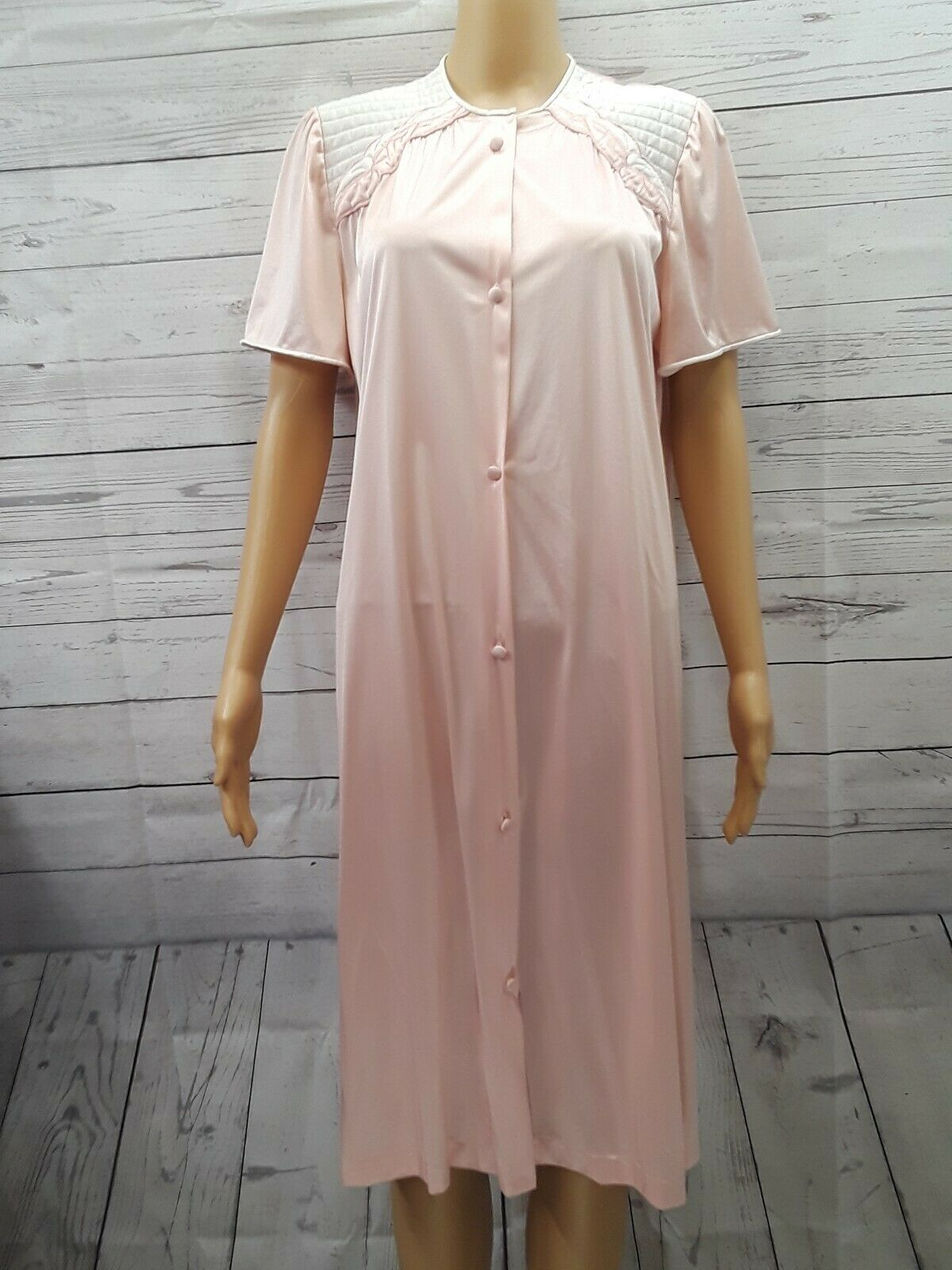 Vtg Vanity Fair Light Pink Front Button Short Sleeve Nightgown Made in USA Sz M