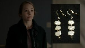 THE-AMERICANS-PAIGE-HOLLY-TAYLOR-PRODUCTION-WORN-JEWELRY-PAIR-OF-EARRINGS-A5