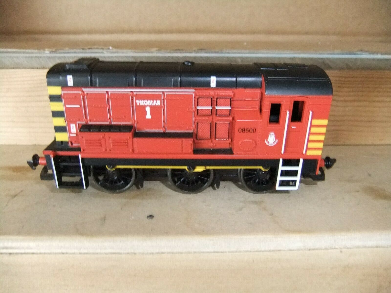 Hornby R2123 BR Class 08 0-6-0 loco rot, 'Thomas 1', boxed