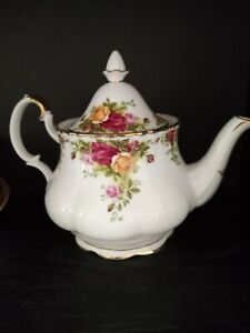 Royal Albert OLD COUNTRY ROSES Large 6 cup TEAPOT 1st quality condition preowned