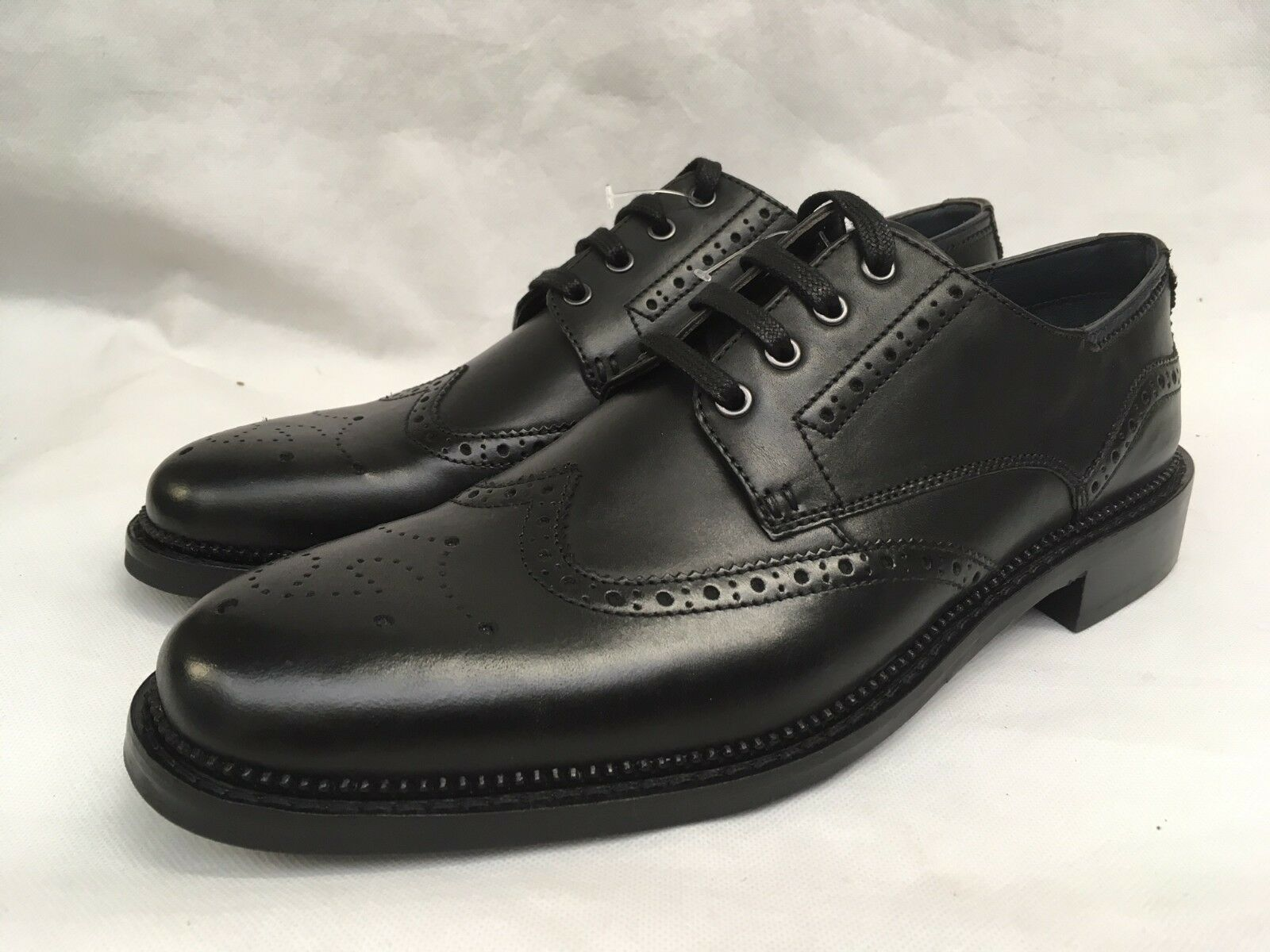 Goodwin Smith Men's Lace Up Black Brogues. UK 8.