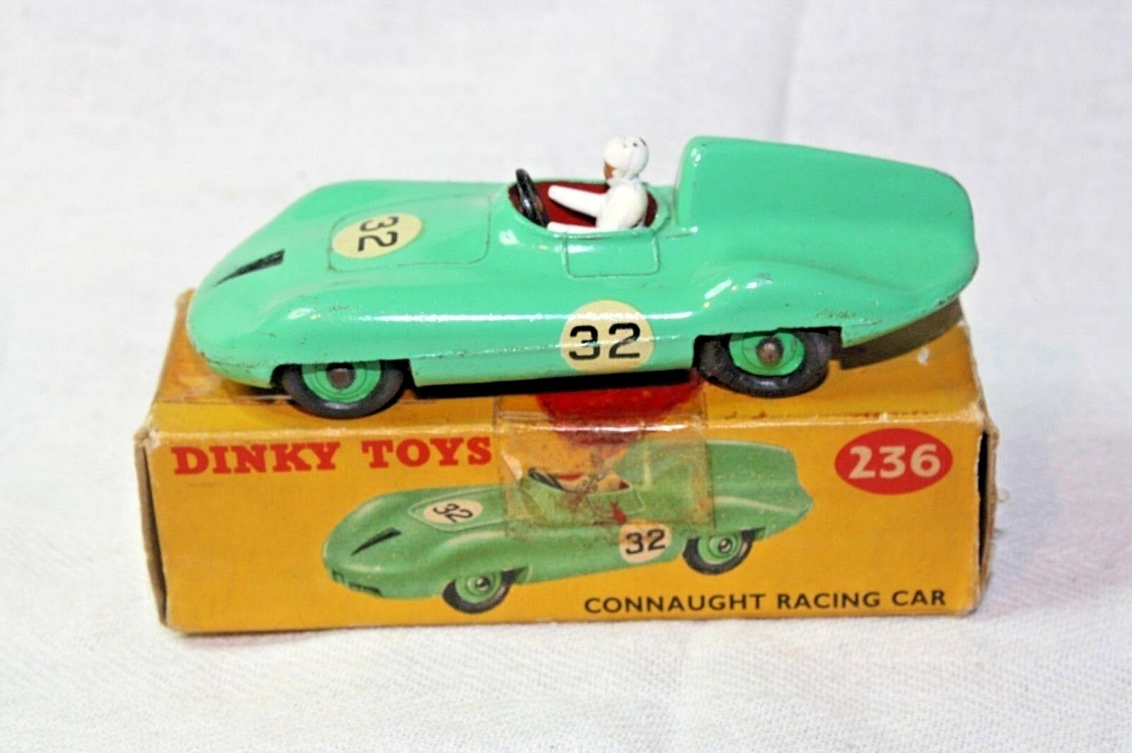 Dinky  236 CONNAUGHT RACING CAR, très bon état dans boîte d'origine