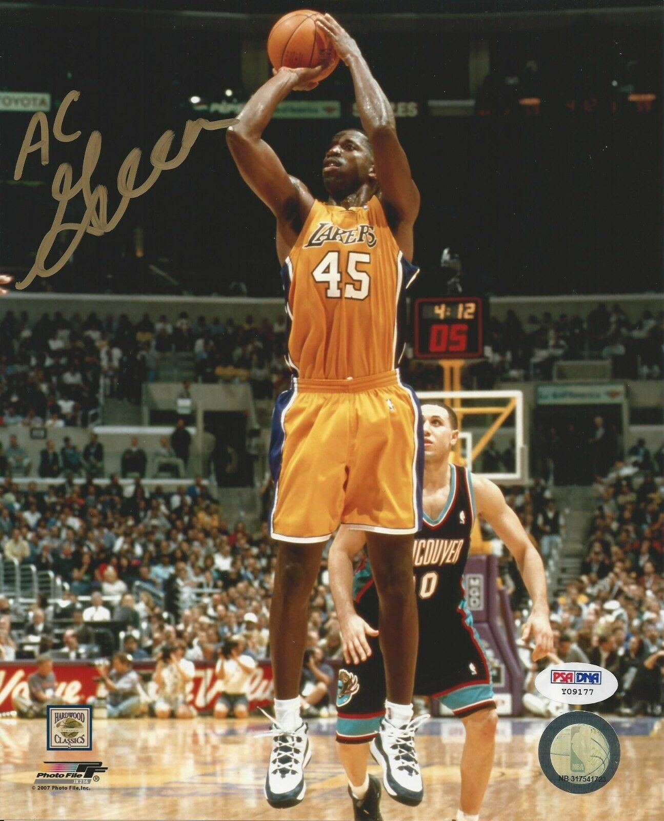 Ac Green LA Lakers Signed 8x10 - PSA/DNA # Y09177