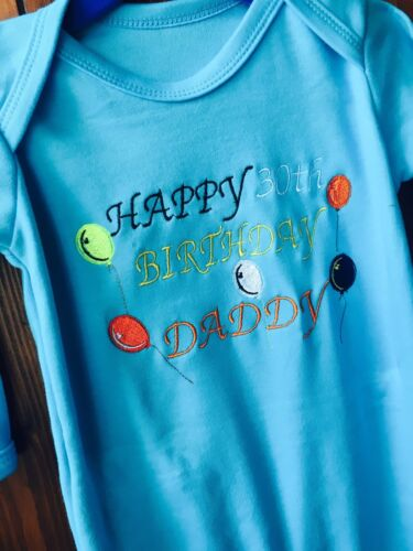 Personnalisé Daddy Mummy Anniversaire 30th 40th.. Baby Grow Fête Cadeau Costume