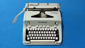 Vintage Hermes 3000 Manual Typewriter w/Case. Works , clean. A classic!