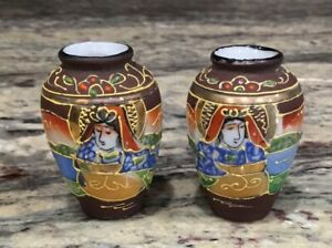 LOT-OF-2-MINIATURE-COLORFUL-MORIAGE-VASES-MIRROR-IMAGES-MADONNA-GOLD-GILTED-EX