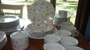 Phlox by Totally Today Floral Dinnerware Set rimmed Gold EUC 38pcs