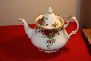 Royal-Albert-Old-Country-Roses-Breakfast-Dinner-and-Tea-ware-Free-U-K-Postage
