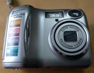 Vintage-Preloved-Digital-Camera-Japan-Nikon-Coolpix-3200-working-condition