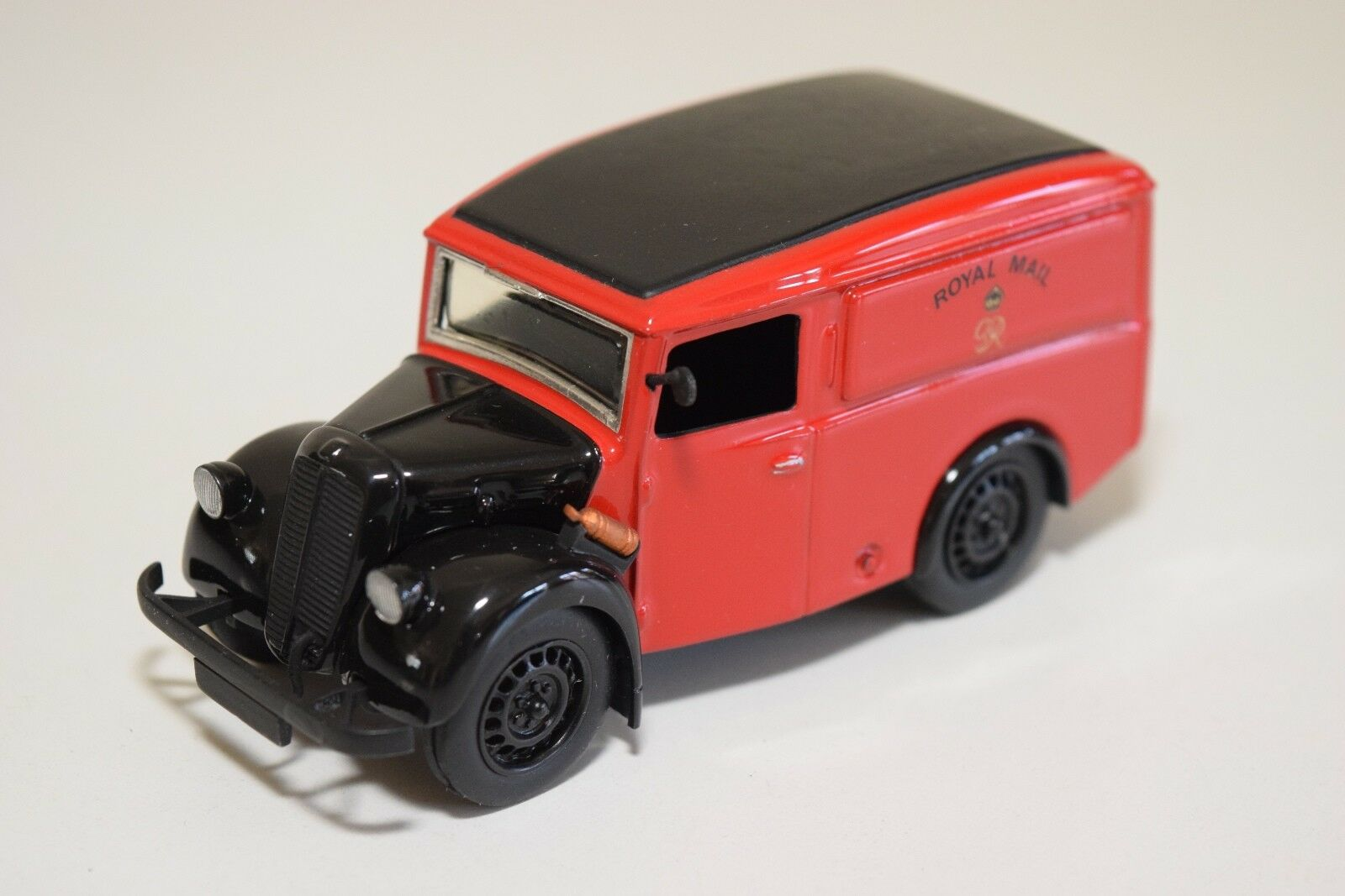 SMTS MODEL ROAD REPLICAS FORD E83W VAN ROYAL MAIL LIVERY MINT CONDITION