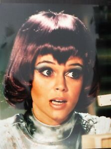 GABRIELLE-DRAKE-UFO-TV-SERIES-ACTRESS-STUNNING-SIGNED-COLOUR-PHOTOGRAPH