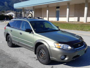 Subaru Outback AWD 2007, perfect for exploring the outdoors.