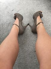 Very Well Worn Women's Size 5 Heeled Shoes