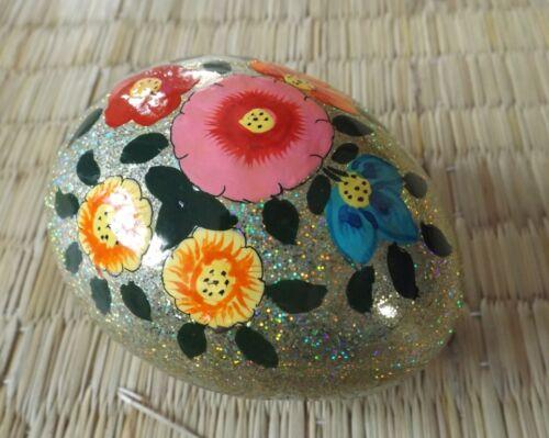 Cachemira Papier Maché Pintada a mano en forma de huevo Plateado Brillo Floral Caja de la baratija