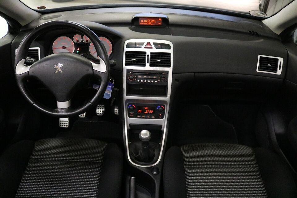Peugeot 307 2,0 16V CC Benzin modelår 2005 km 151000