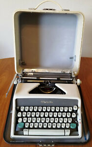 1963 Olympia SM7 DeLuxe Portable Typewriter Pica Typeface w/ Case