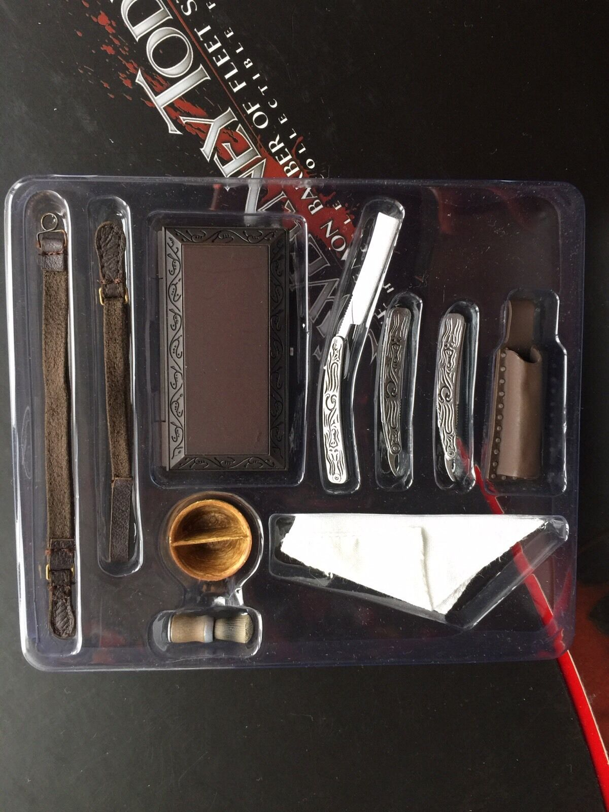 HOT TOYS 1 6 mms149 SWEENEY TODD SWITCHBLADE Accessories