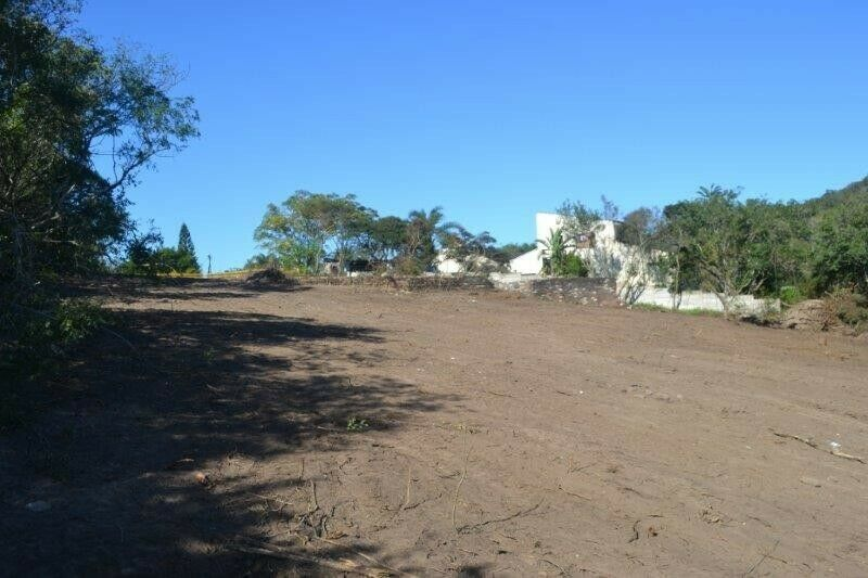 Large vacant plot overlooking Nahoon River