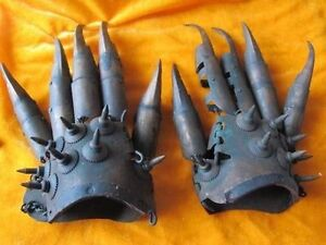 The ancient Old Chinese bronze sharp talons claws protection protective gloves