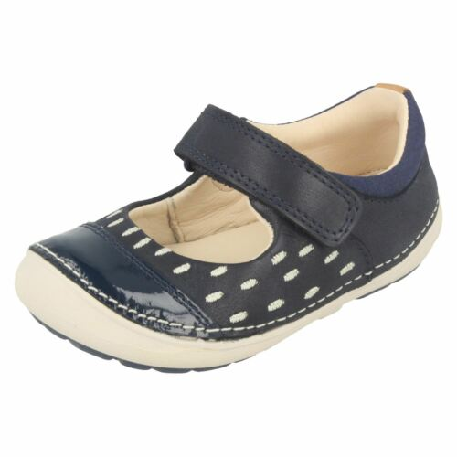 Girls Clarks First Shoes Casual Flats /'Softly Lou/'