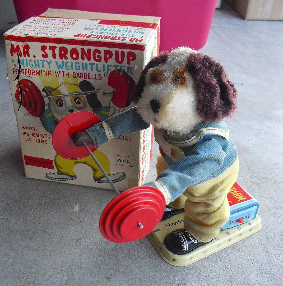 RARE 1950s Alps Cragstan Battery Battery Battery Operated Mr Strongpup Toy in Box e42ed2