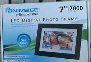 Panimage-Led-Digital-Photo-Frame-7-2000-Images-One-Touch-BRAND-NEW-IN-BOX