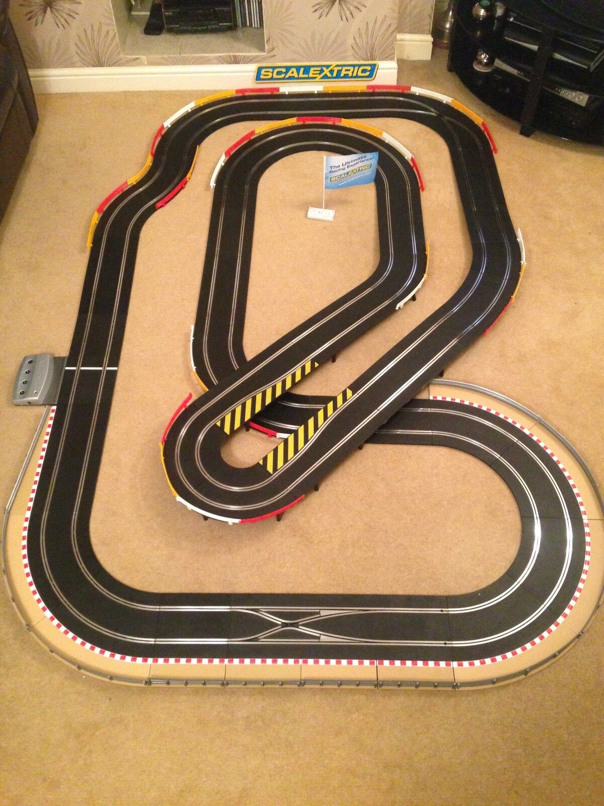 Scalextric Digital Large Layout with Flyover   Hairpin   Corner Xovers & 2 Cars