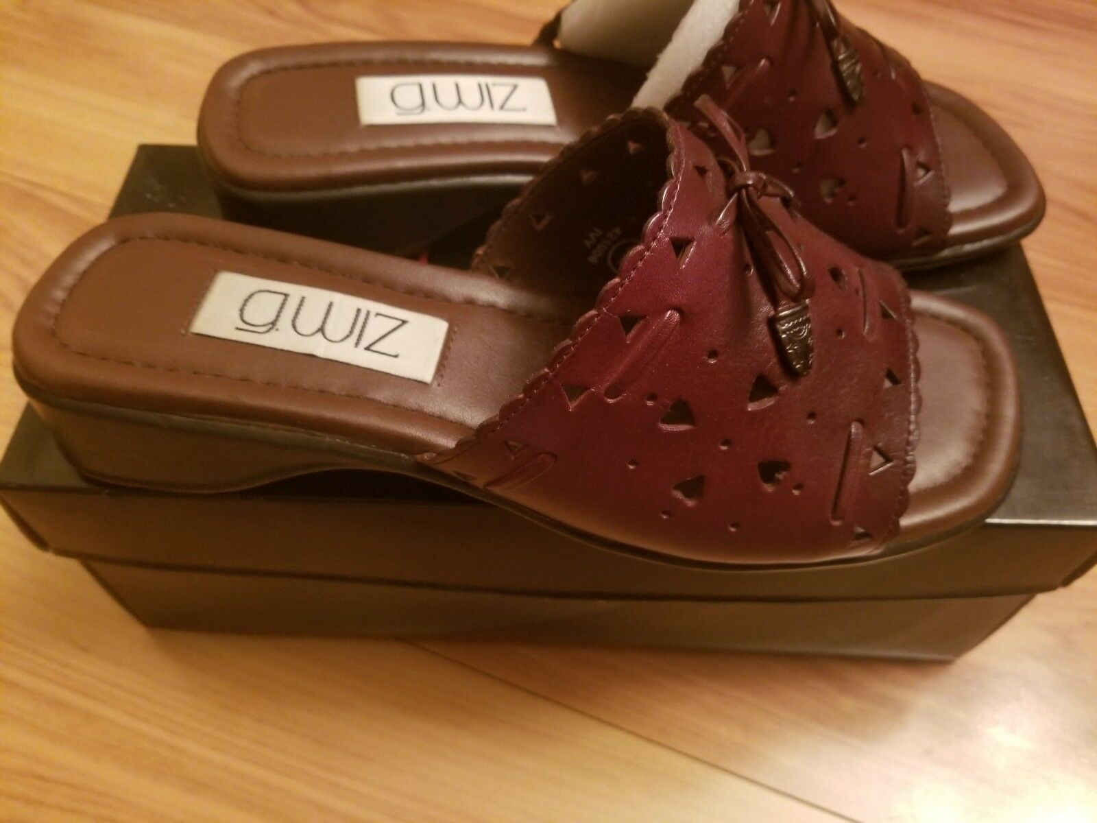 NIB G. Wiz Ivy Sandals Brown Leather Die Cut Slides Flip Flops Size 8M