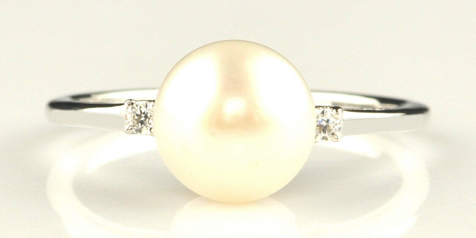 14KT White gold Natural Freshwater Pearl 1.63Ct EGL Certified Diamond Ring