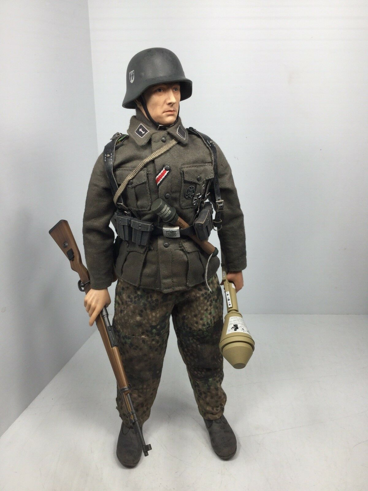 1 6 DRAGON GERMAN 30TH SS DIV GRENADIER K-98 PANZERFAUST E.FRONT BBI DID 21 WW2