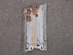 1967-1968-Mustang-Quarter-Glass-Window-Roller-Guide-Plate-Bracket-RH-Passenger