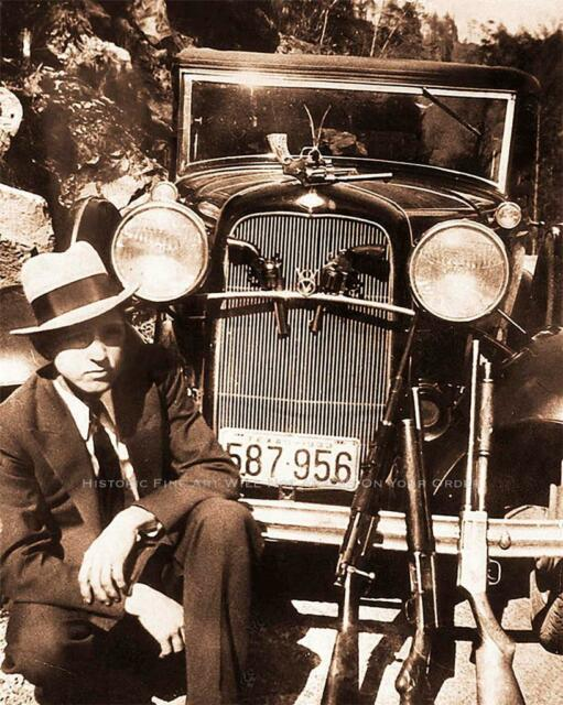 BONNIE AND CLYDE VINTAGE PHOTO CLYDE BARROW SHOTGUN RIFLE PISTOLS FORD V8 #20557