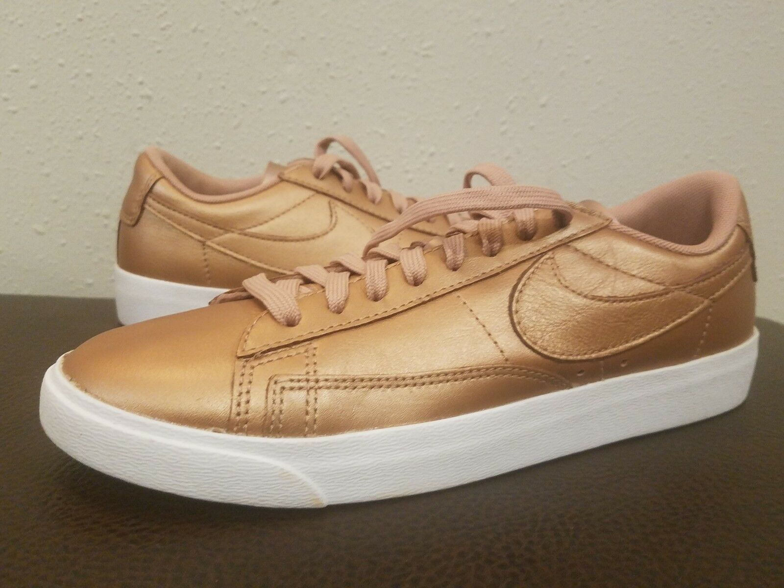 Nike Blazer Baja le Rojo Metálico Bronce AA3961 903 903 903 para mujeres Zapatos 7.5  marca famosa