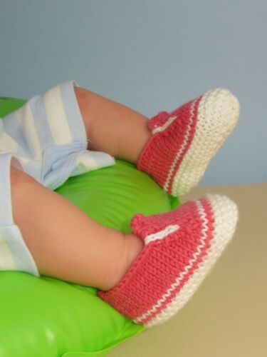 KNITTING INSTRUCTIONS-BABY SIMPLE SLIP ON DECK BOOTEE KNITTING PATTERN BOOTIES