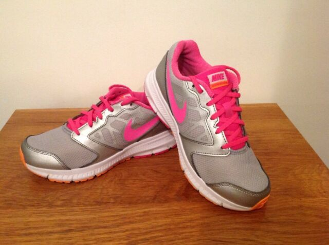 Girls/Ladies NIKE Trainers Size U.K 4 Very Good Condition