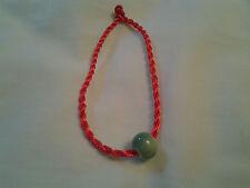 Hecho a mano roja Nudo Chino Pulsera con bolas de porcelana verde jade parece