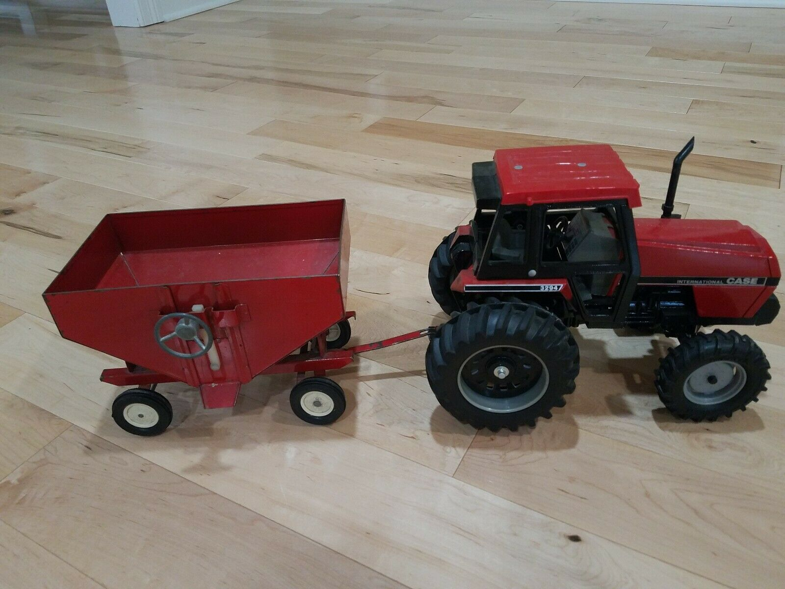 CASE INTERNATIONAL IH ERTL 3294 TRACTOR FRONT ASSIST rot GRAVITY WAGON TOY