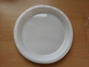 Image is loading 100-White-Round-Plastic-Plates-26cm-10-2- & 100 White Round Plastic Plates 26cm 10.2\