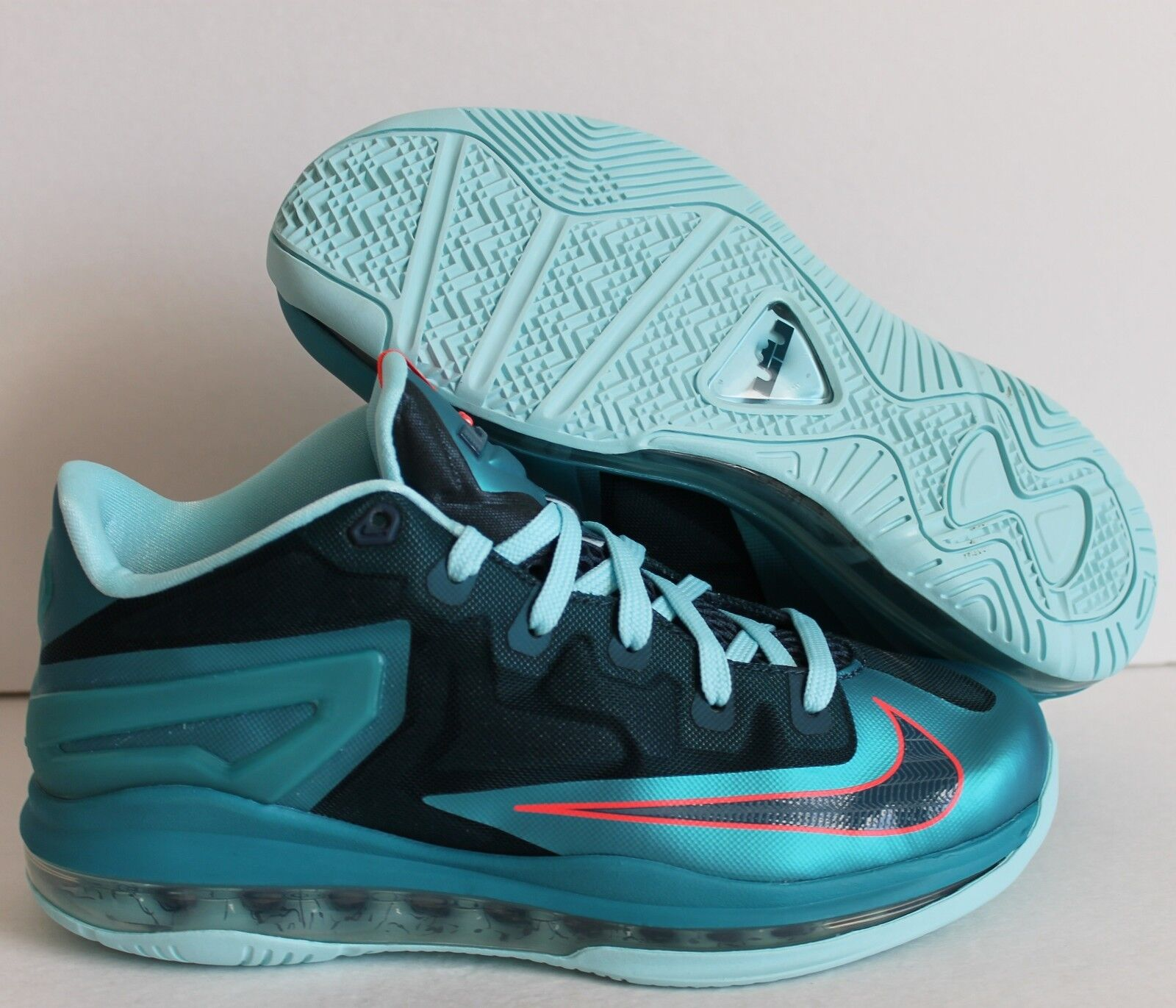 ]NIKE LEBRON XI 11 LOW TRIBAL GREEN SZ 7Y-Donna SZ 8.5 [644534-301]