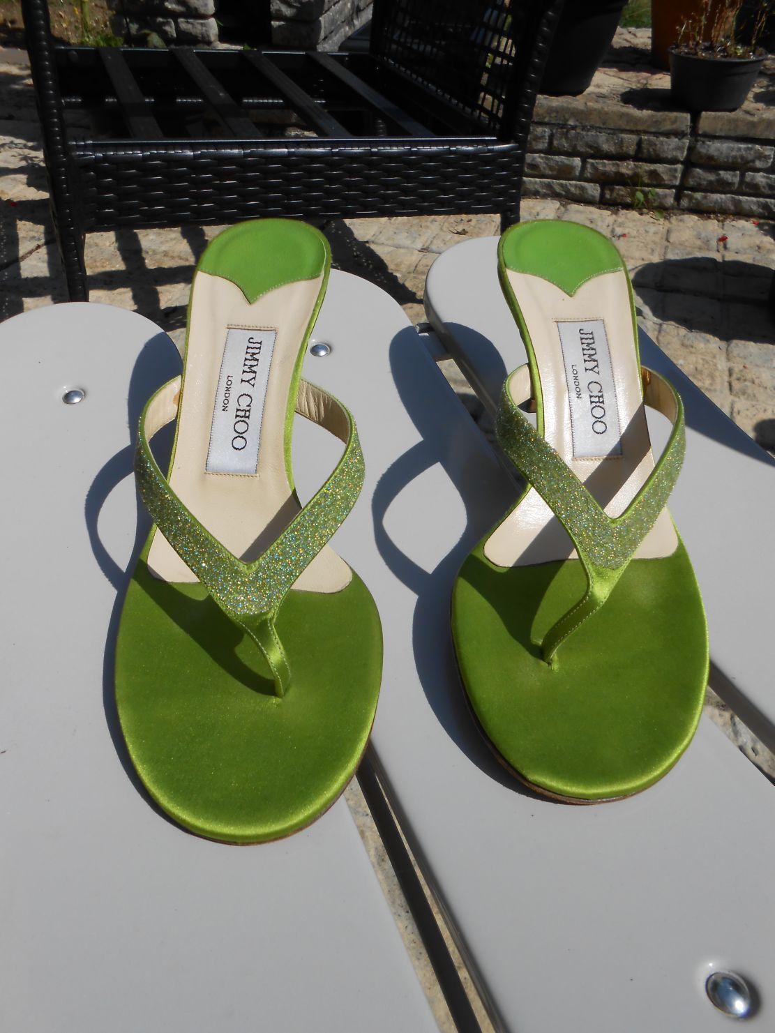 Jimmy Choo Lime Green Satin and Leather Sparkly 4.5 Kitten Heels Toe Posts 4.5 Sparkly 37.5 32af3b
