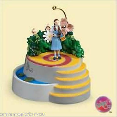 Hallmark 2006  Dorothy & The Munchkins Wizard of Oz Ornament Damaged Box