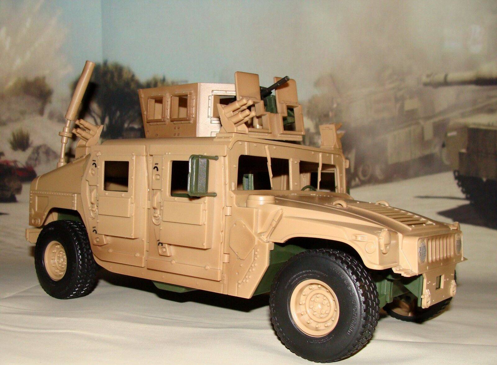 1:18 BBI Elite Force US Army ArmoROT M1114 Up Humvee Military Vehicle w/ Figure