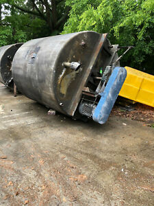 Stainless Steel Tank Approx. 3000 Gallon Tank With Mixer, Motor, Gear Box Used