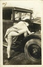 B. 160 # Vintage 1927 Auto car nude nu Nylon Strümpfe stockings legs Po but girl