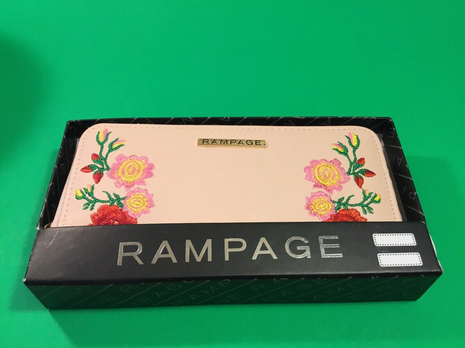 New ROMPAGE Woman's Wallet Pink w/Flowers
