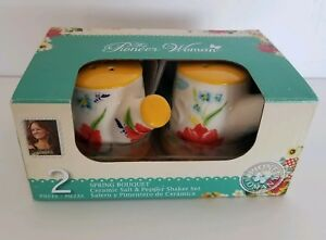 The Pioneer Woman Spring Bouquet Salt and Pepper Set