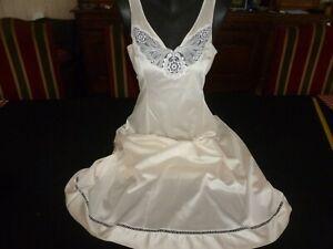 jolie combinaison&fond de robe vintage jolie dentelle Taille 48  ref 8028