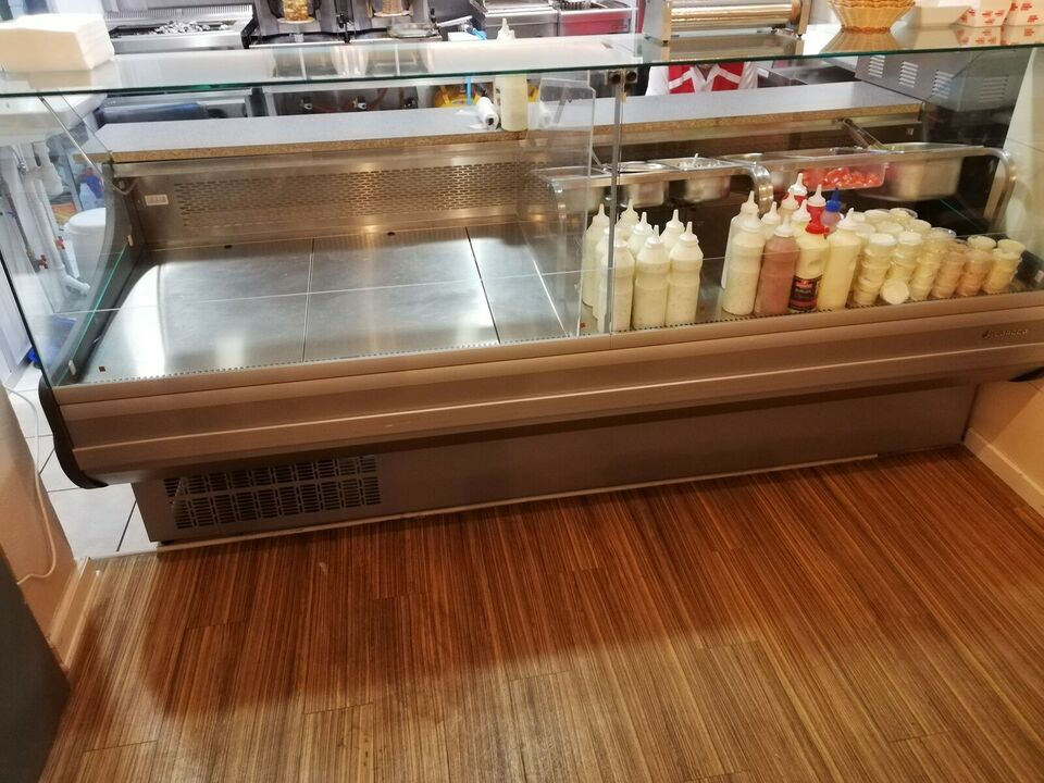 Andet køleskab, b: 245 d: 110 h: 125
